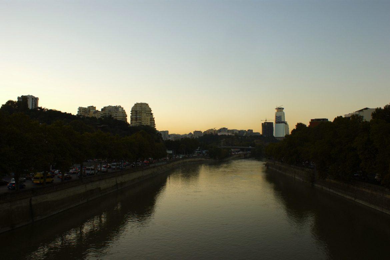 Tiflis/Tbilisi: der Fluß Kura