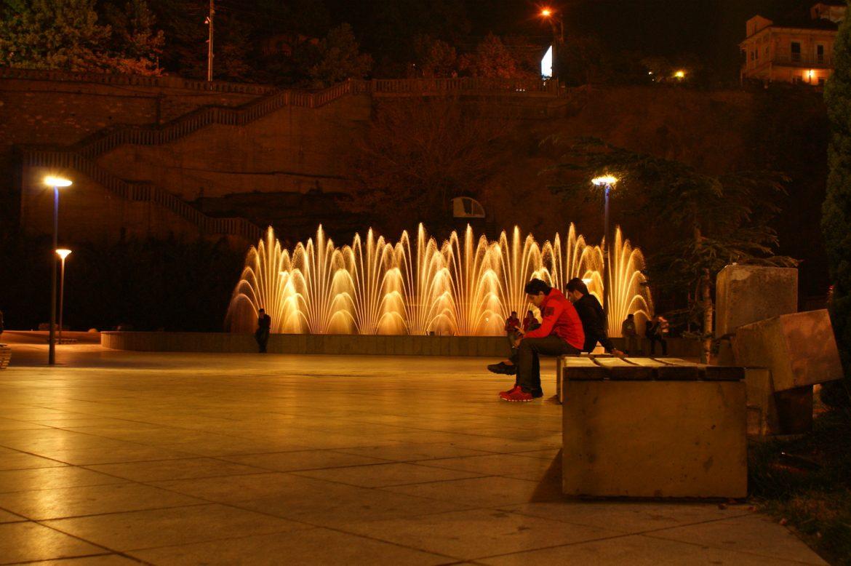 Tiflis / Tbilisi: Park bei Nacht