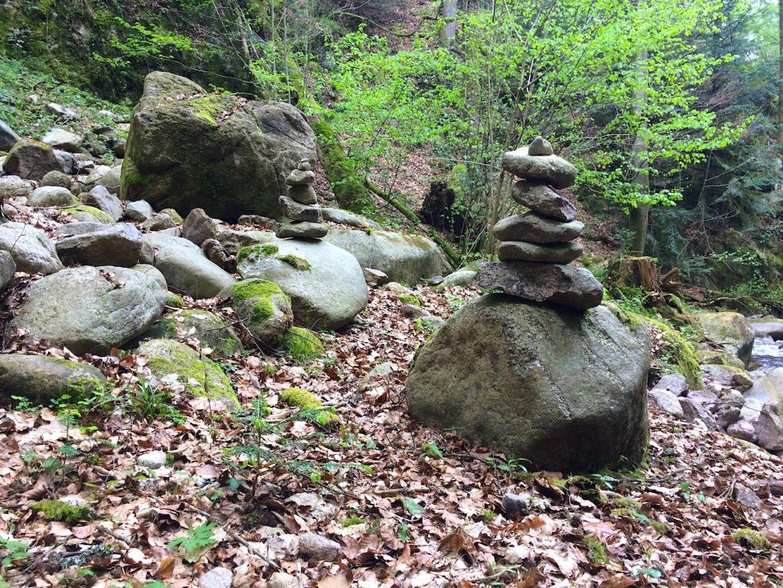 Geroldsauer Wasserfälle: Mysteriöse Steinskulpturen