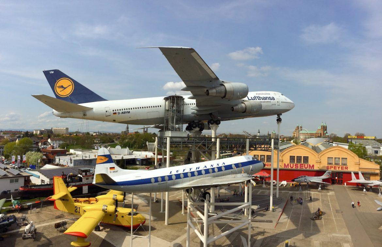 Technik Museum Speyer: Boeing747-200 und eine kleinereVickers Viscount 814 im Vordergrund, beide in den Farben der Lufthansa
