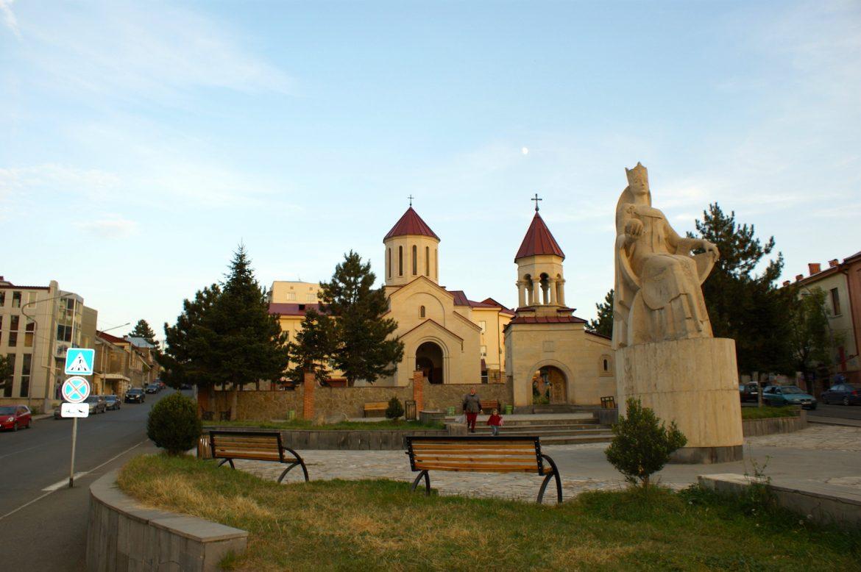 Achalziche: Denkmal für Königin Tamar und Amaghleba-Kirche