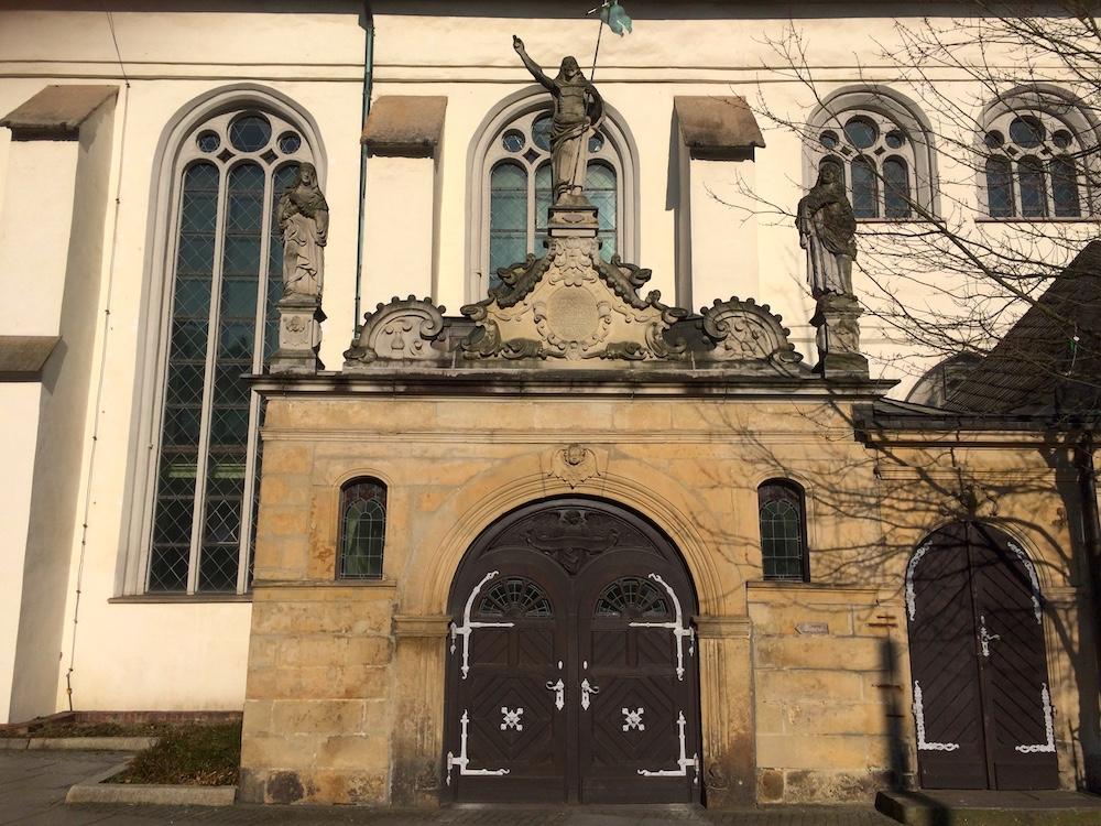 Kirche-Seiteneingang