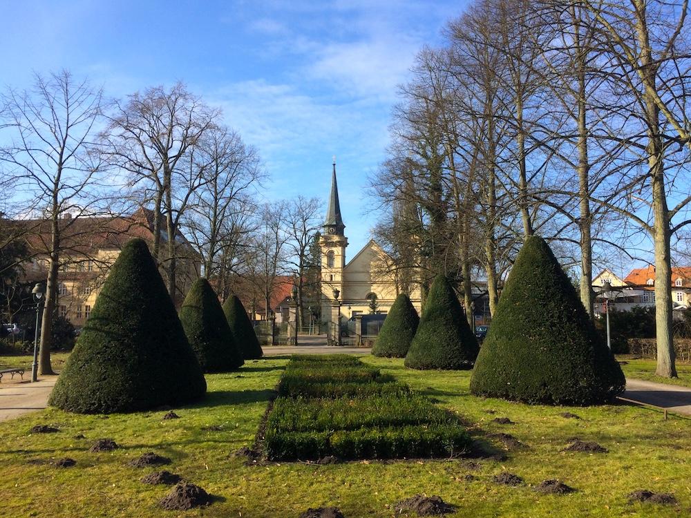 Kirche-und-Park