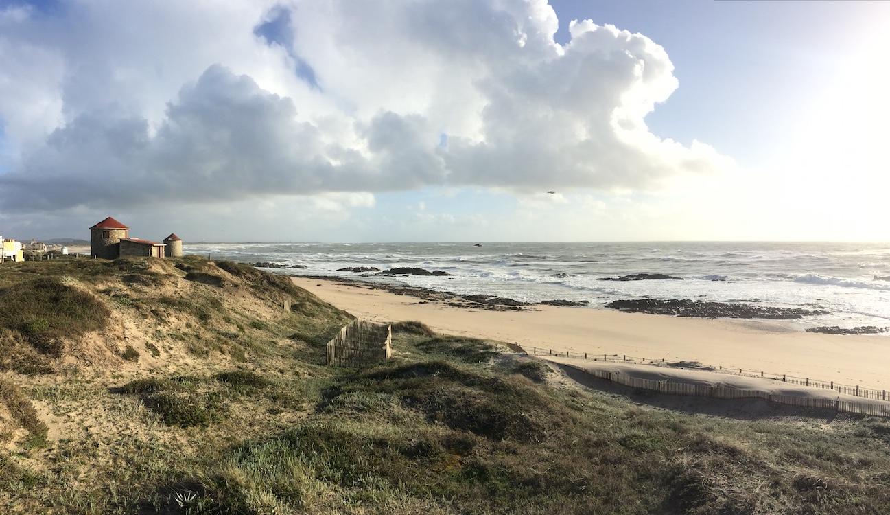 Apúlia Strand und Windmühlen (Portugal)