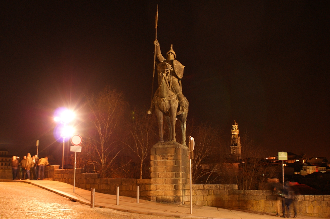 Estátua de Vímara Peres by Night